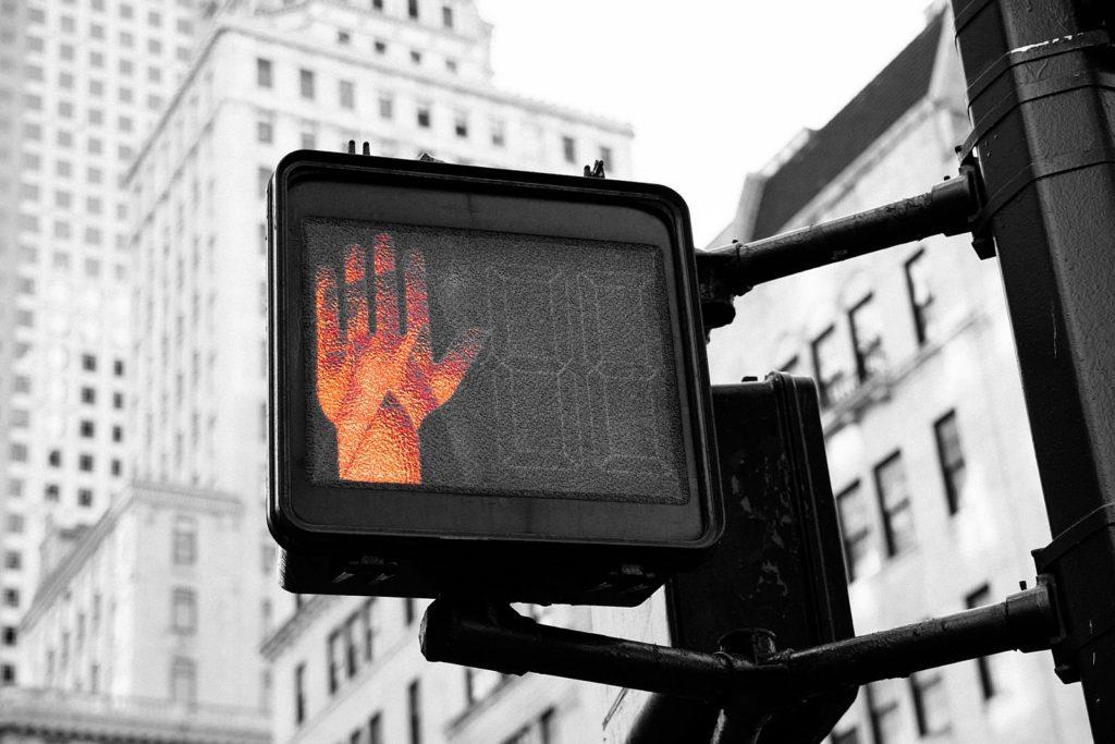 Ampel signalisiert Stop Zeichen